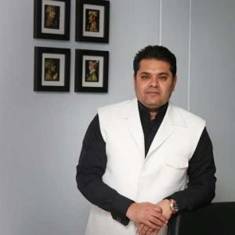 غلامرضا صنعتگر: روی کاغذ نوشتم تا خود امام رضا مرا نطلبد، به مشهد نمیروم