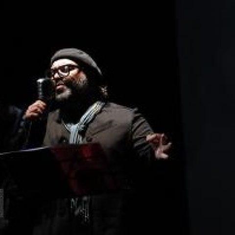 علیرضا تهرانی اولین حضورش روی صحنه را تجربه کرد