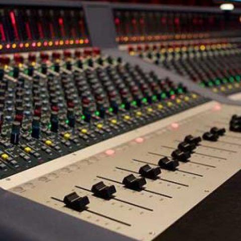 میکس و مسترینگ یکی از مهمترین بخشهای تولید قطعات موسیقی
